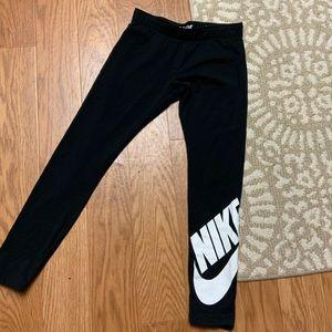 Nike girls youth black legging w/Nike check logo